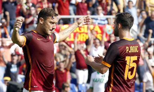 Totti ghi bàn thứ 300 cho Roma