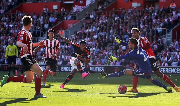 Martial lập cú đúp, Man Utd thắng ngược Southampton