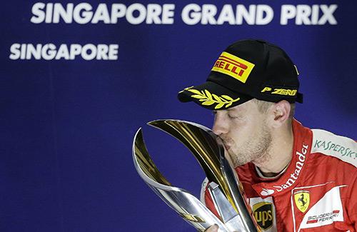 Vettel thắng dễ, Ferrari thăng hoa tại GP Singapore