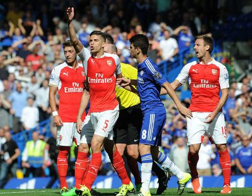Gabriel được xóa thẻ đỏ khi đá nguội Costa