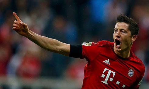 Lewandowski ghi năm bàn trong 9 phút, Bayern đè bẹp Wolfsburg