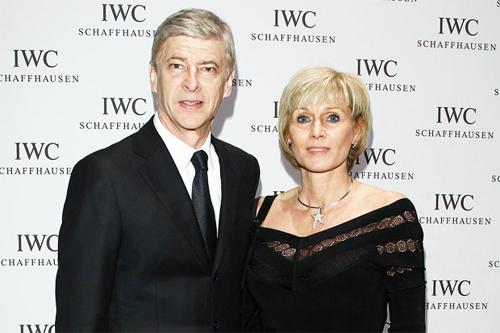 HLV Wenger chia tay vợ ở tuổi 65