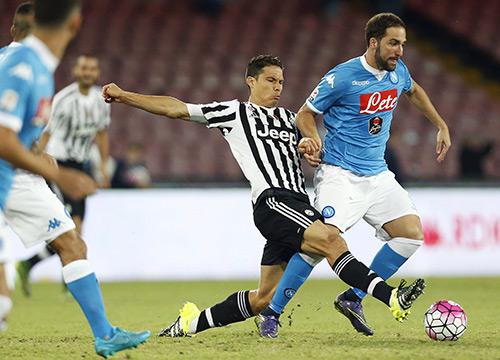 Napoli nối dài ác mộng của Juventus