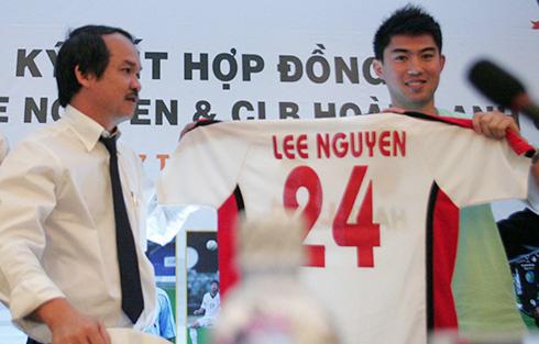 Lee Nguyễn về HAGL vì 'số tiền điên rồ' của bầu Đức
