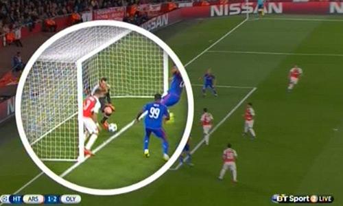 Wenger không hối hận vì gạt Petr Cech, tin dùng Ospina