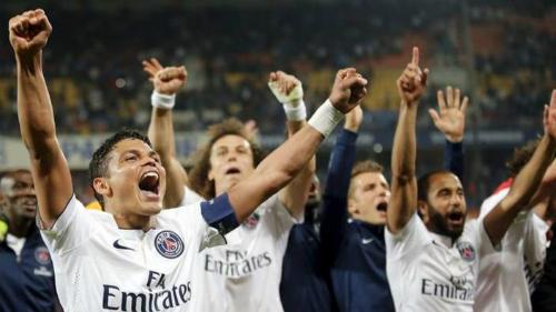 David Luiz ghi bàn bằng đầu gối, PSG nối dài mạch bất bại