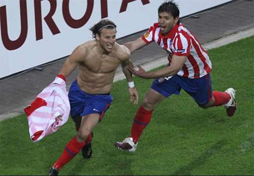 Messi hay Ronaldo? Đừng so sánh, chỉ nên thưởng thức