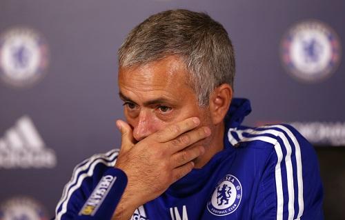 Mourinho lại bị phạt vì đổ lỗi trọng tài