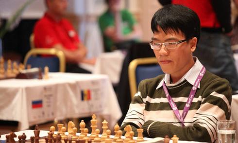 Quang Liêm nặng gánh vì đam mê cờ vua và học văn hóa
