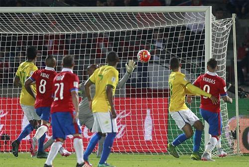 vang-neymar-brazil-nuot-han-truoc-chile-1