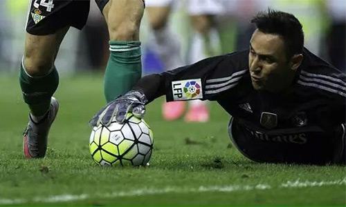 Keylor Navas dẫn đầu cuộc đua danh hiệu thủ môn hay nhất Liga