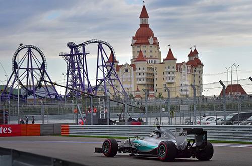 Rosberg lại vượt Hamilton, giành pole ở GP Nga
