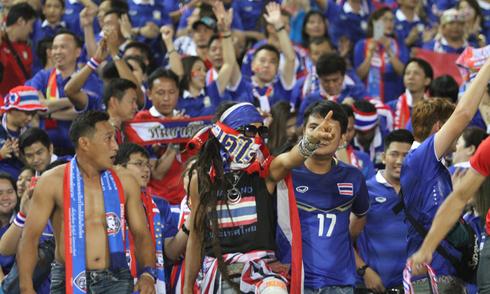 CĐV Thái Lan khuấy động sân Mỹ Đình