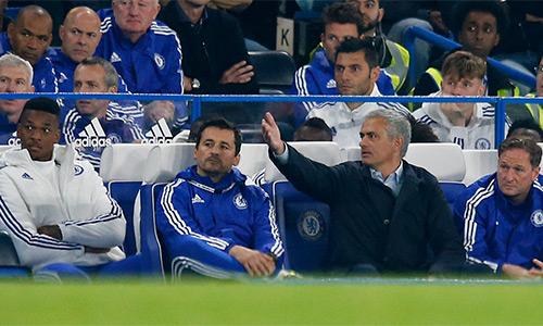 Mourinho lĩnh án phạt vì chỉ trích trọng tài