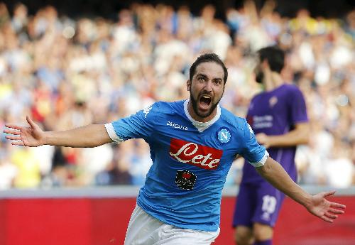 Higuain lập công, Napoli đánh bại Fiorentina