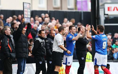 Khán giả được mời làm trọng tài trong trận đấu tại Anh