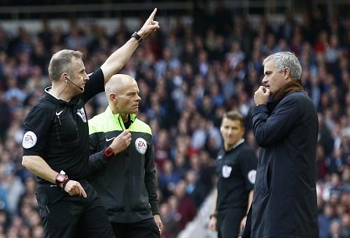 Tại sao Mourinho bị đuổi giữa trận gặp West Ham