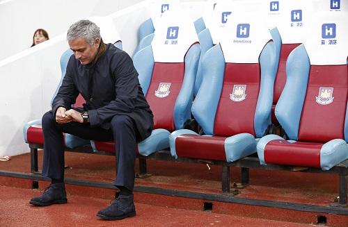 Mourinho và Chelsea bị đem ra làm trò cười