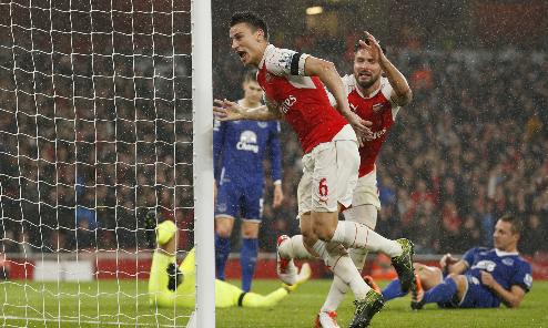 Arsenal đánh bại Everton, lên ngôi đầu Ngoại hạng Anh