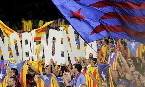 Barca dọa kiện UEFA sau án phạt CĐV mang cờ Catalan