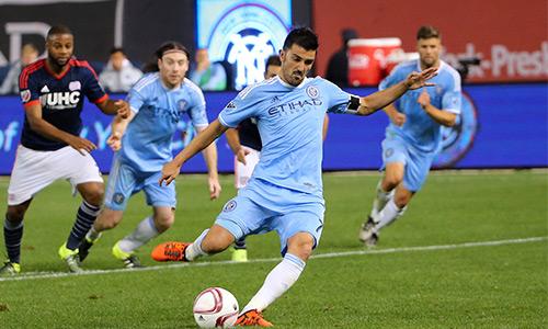 Lee Nguyễn ghi bàn, đánh bại đội của Lampard, Pirlo