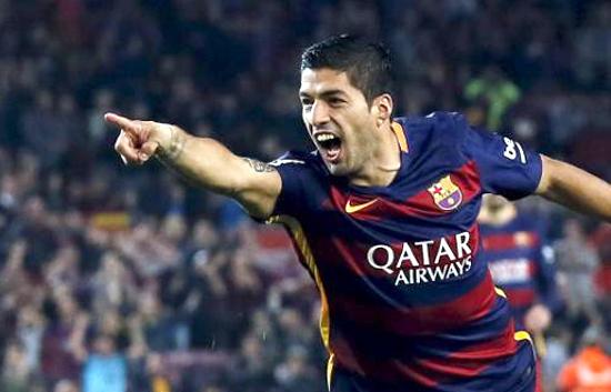 Suarez lập hattrick, Barca bắt kịp Real