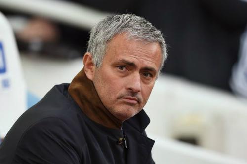 Mourinho lại bị phạt, nguy cơ vắng trận gặp Liverpool