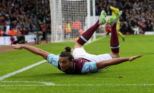 CĐV Chelsea tấn công người hùng của West Ham
