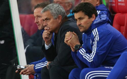 mourinho-co-the-duoc-dac-cach-chi-dao-tran-chelsea-liverpool