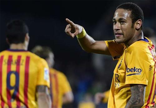 Getafe 0-2 Barca: Neymar, Suarez làm CĐV quên đi Messi