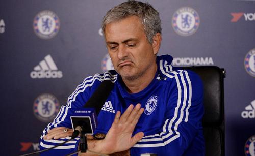 Mourinho có thể xem trận Stoke - Chelsea qua iPad