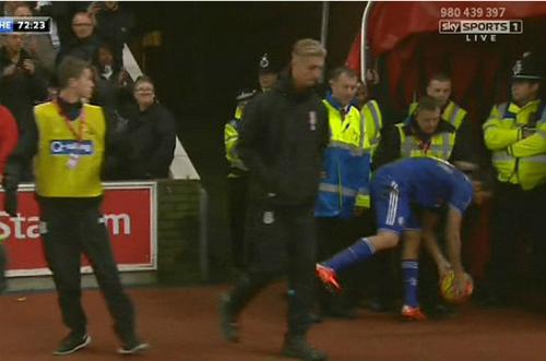 Costa bị tố hành hung nhân viên Stoke City
