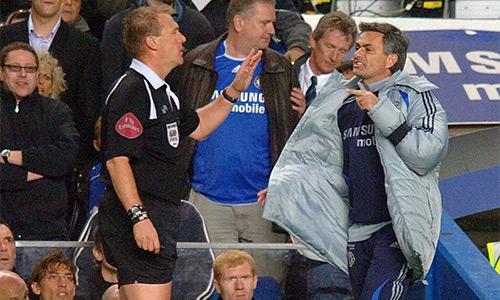 Cựu trọng tài Anh: 'FA cần giáo dục lại Mourinho'