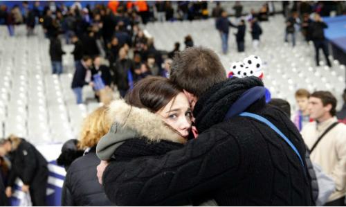 CĐV Pháp hát quốc ca khi rời sân Stade de France sau vụ đánh bom