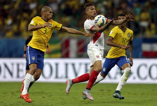douglas-costa-bung-sang-brazil-tim-lai-cho-dung-tai-vong-loai-world-cup-1