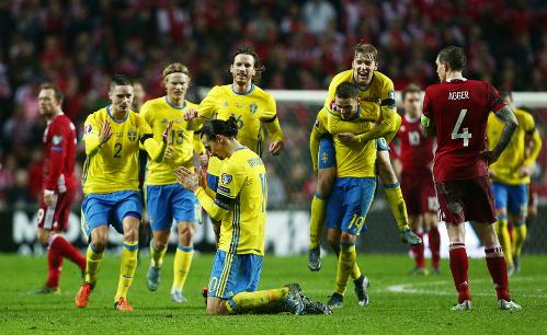 Ibrahimovic thành người hùng, đưa Thụy Điển dự Euro 2016