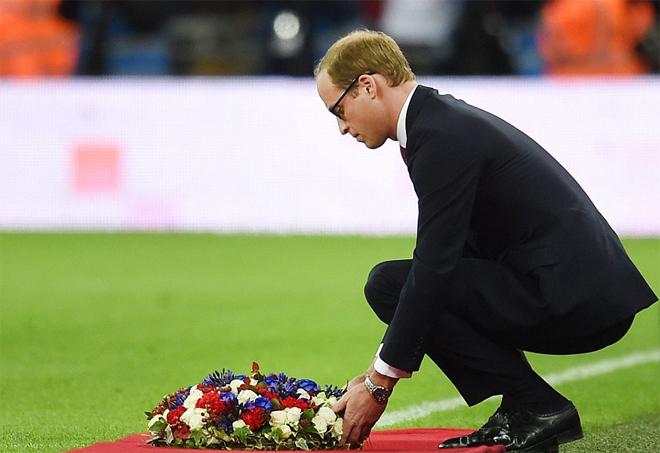 Hoàng tử, HLV Anh hát quốc ca Pháp tưởng niệm nạn nhân vụ khủng bố - ảnh thể thao