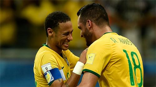 douglas-costa-bung-sang-brazil-tim-lai-cho-dung-tai-vong-loai-world-cup-2