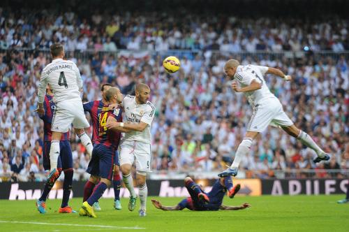 Cầu thủ Real ép HLV Benitez cho đá tấn công ở El Clasico