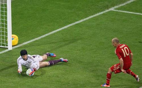 Drogba tiết lộ bí mật khiến Robben sút hỏng phạt đền