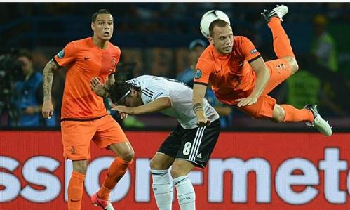 Trận Đức - Hà Lan suýt bị biến thành 'bể máu'