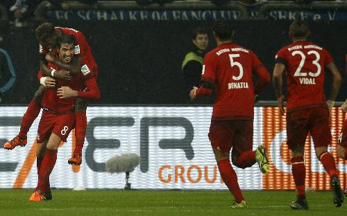 Schalke 1-3 Bayern: Chạm tay vào chức 'vô địch mùa đông'