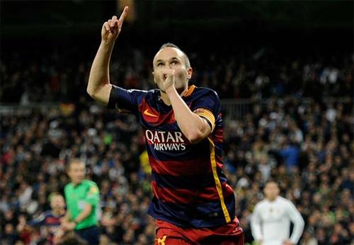 CĐV Real vỗ tay khen Iniesta