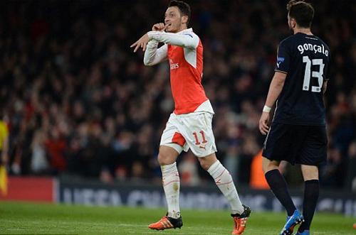 Ozil và Sanchez thắp lại hy vọng cho Arsenal