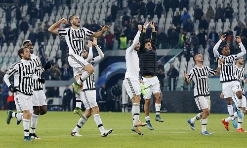 Juventus quật ngã Man City, soán ngôi đầu