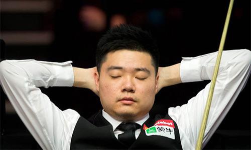 Cơ thủ Trung Quốc văng tục vì thua đối thủ nghiệp dư