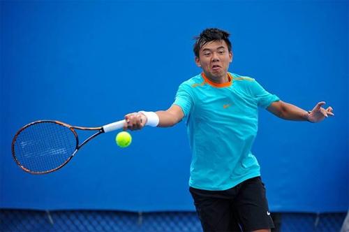 Đối thủ bỏ cuộc giữa chừng, Hoàng Nam vào vòng hai giải đấu ở Campuchia