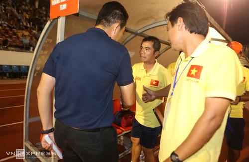 HLV U21 HAGL và U21 Việt Nam nói gì khi bắt tay giảng hoà