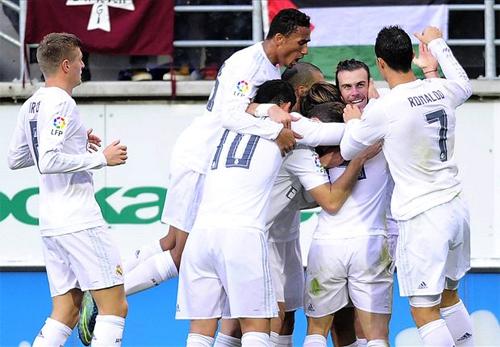 Cặp Bale - Ronaldo đưa Real trở lại cuộc đua Liga