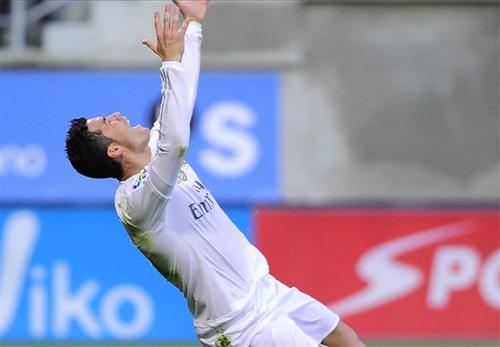 Ronaldo gia nhập nhóm ba chân sút ghi nhiều bàn nhất lịch sử Liga